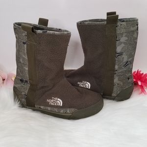 The North Face Ahel boot green floral fleece sz 6